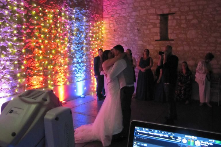 simply-white-wedding-lighting
